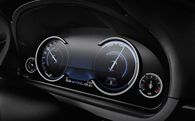 Современная приборка автомобиля BMW 7