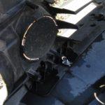 Затем демонтируйте пластиковые заглушки, а вместо них установите противотуманки и подключите их.