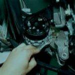 Гаечным ключом открутите крепление и демонтируйте узел.