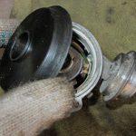 Демонтируйте защитную крышку распределителя зажигания.