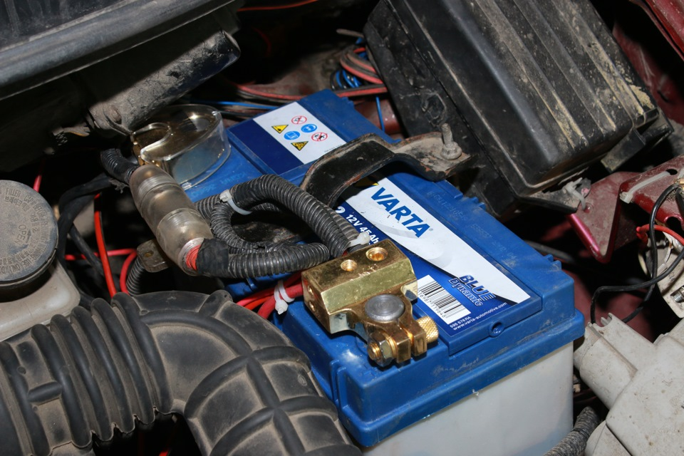 Батарея в моторном отсеке Матиза