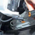 Отсоединение разъема питания электромотора