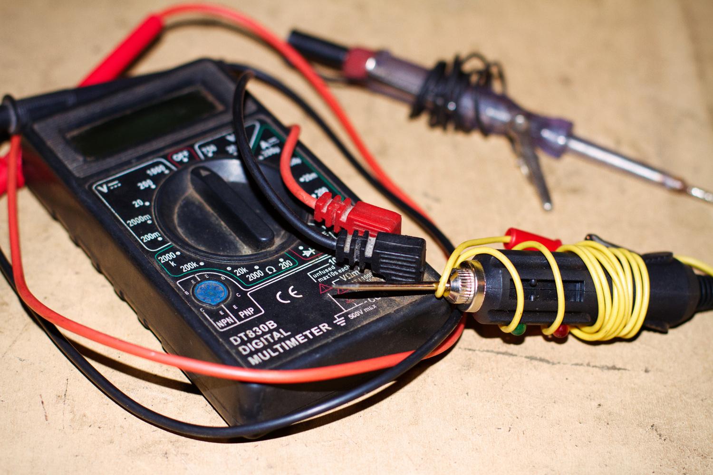 Диагностический тестер с контрольной лампой для проверки электроцепи