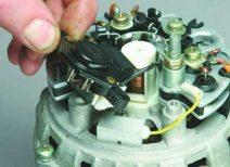 Как правильно обслуживать и ремонтировать генератор на ВАЗ 2112 своими силами?