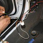 Остаток провода осторожно сматываем и скрепляем.