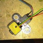 Зафиксируйте конструкцию и закрепите провода.