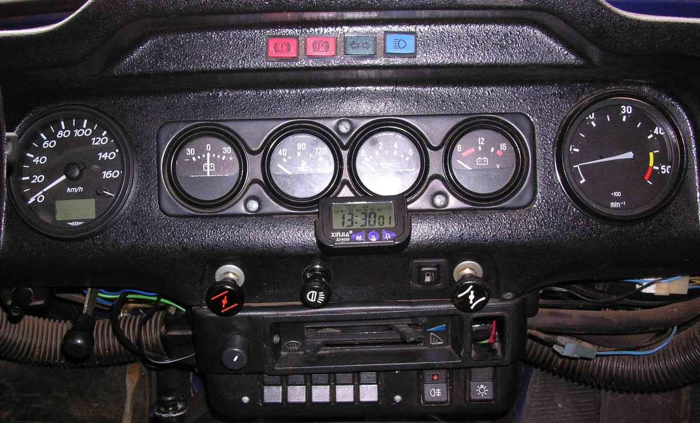 Щиток приборов, к которым подключаются датчики