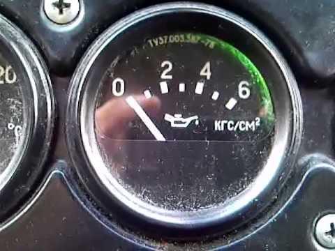 Стрелочный указатель давления жидкости в моторе