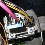Подключите разъемы к устанавливаемому электроусилителю.