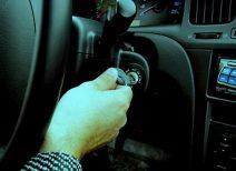 Машина начинает «кашлять», двигатель глохнет после запуска: в чем причина?