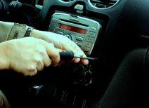 Самостоятельная установка магнитолы в автомобиль: полезно знать и уметь