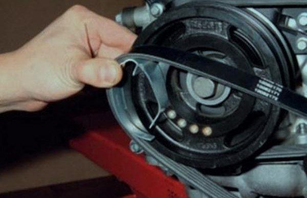 Как самому произвести замену ремня генератора на Форд Фокус 1, 2 и 3?
