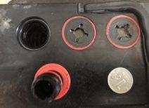 Какой уровень электролита должен быть в автомобильном аккумуляторе?
